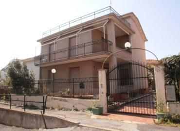 alt= Loano villa indipendente