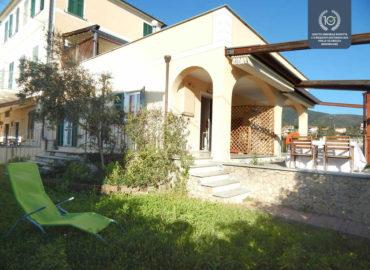 alt = appartamento ristrutturato con giardino